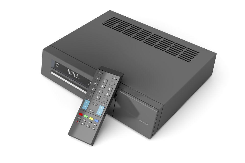 decoder standard per digitale terrestre con telecomando per la registrazione