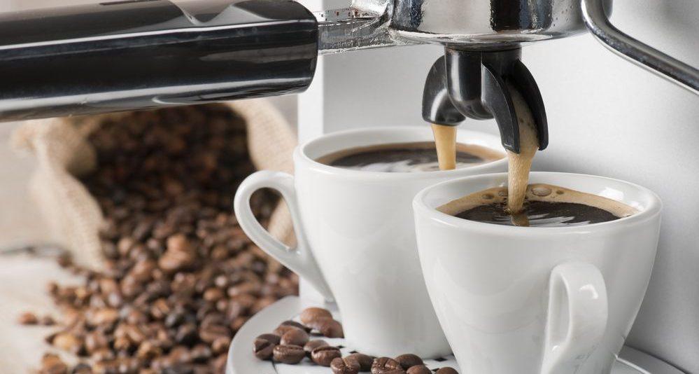 Erogazione di due tazzine di caffe