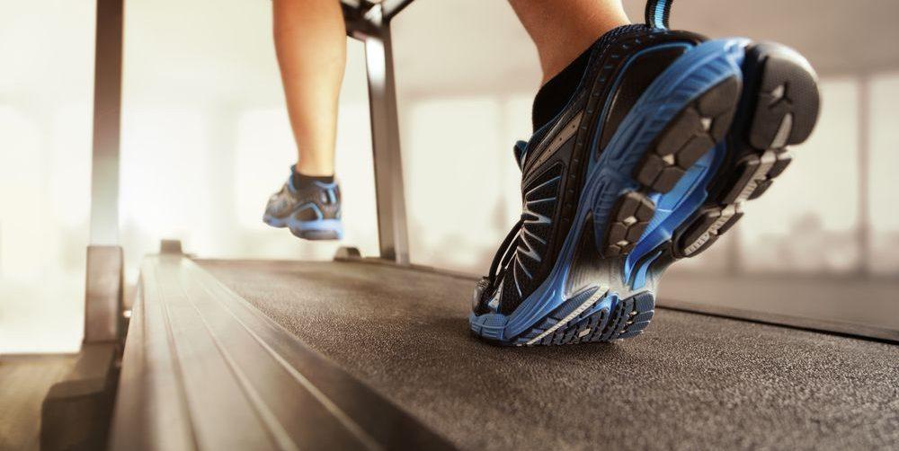 allenamento su tapis roulant, focus sul nastro