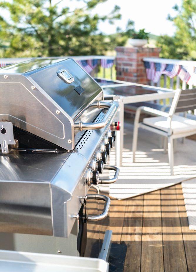 barbecue a gas di livello professionale con sei bruciatori e struttura in acciaio inox