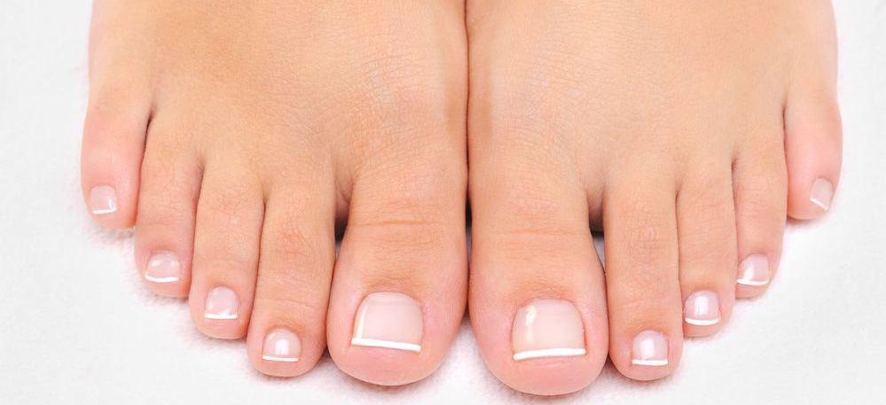 piedi di donna post pedicure
