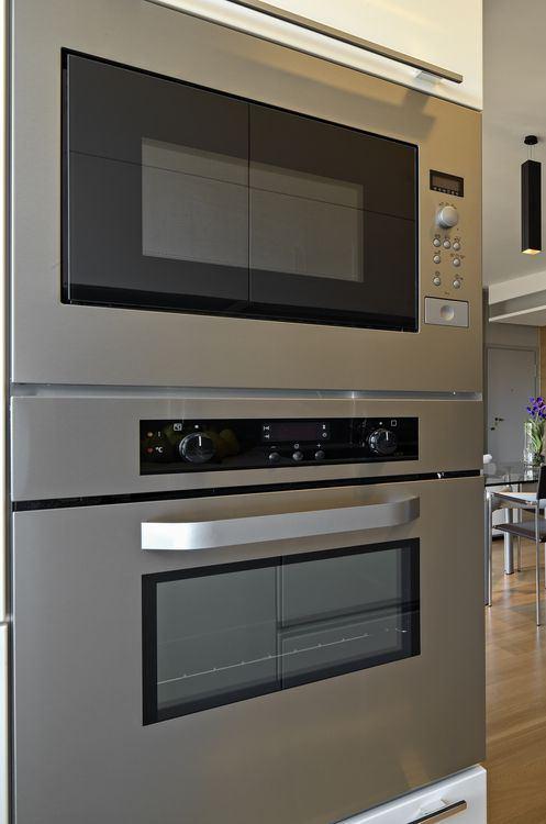 blocco cucina verticale con forno ad incasso