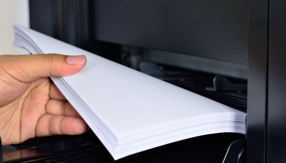 focus su fogli di carta a4 per stampante laser multifunzione