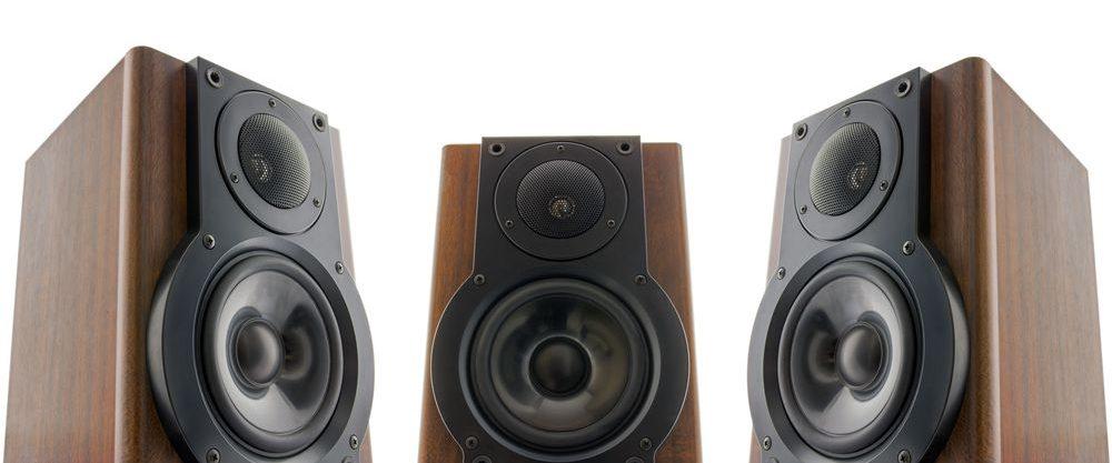 generico tris di casse acustiche con chassis in legno