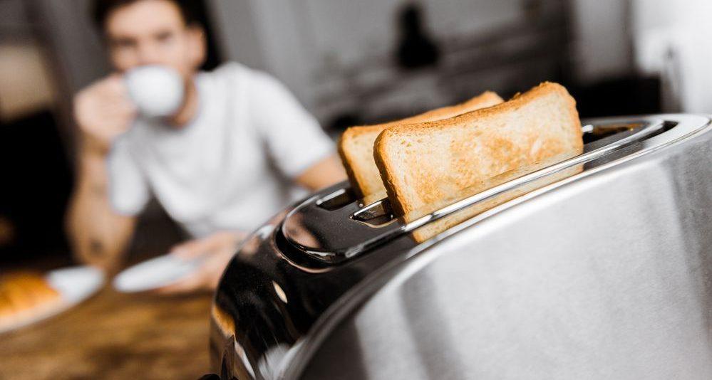 fotografia con focus su di un tostapane con timer